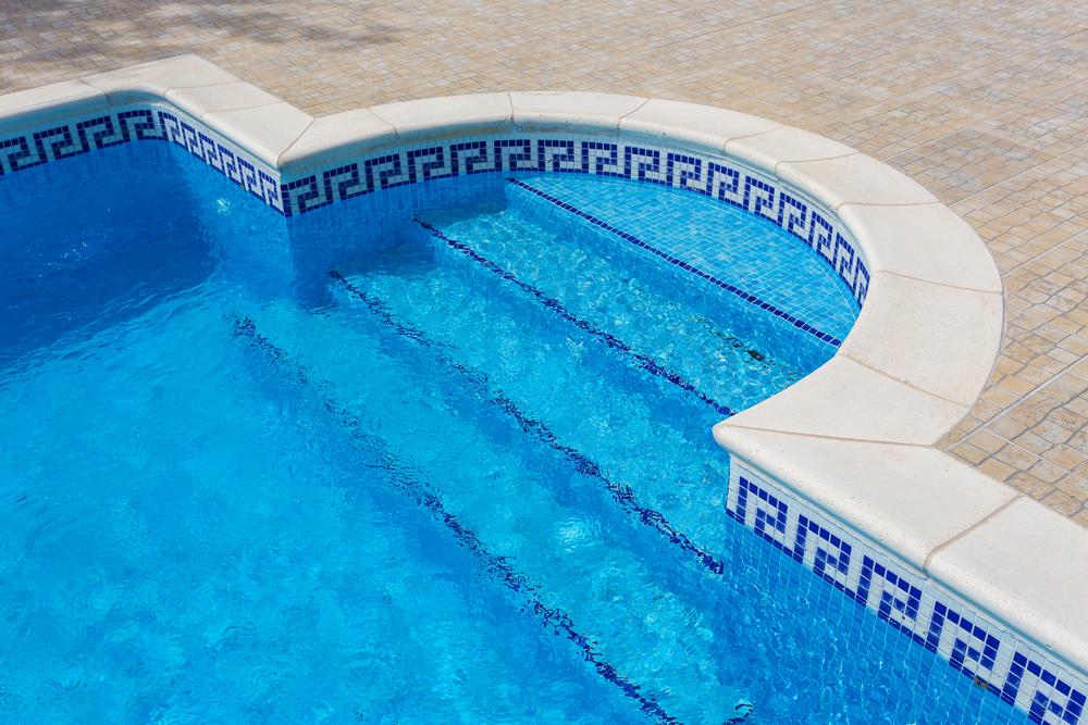 Préférer le carrelage au liner pour le revêtement de votre piscine