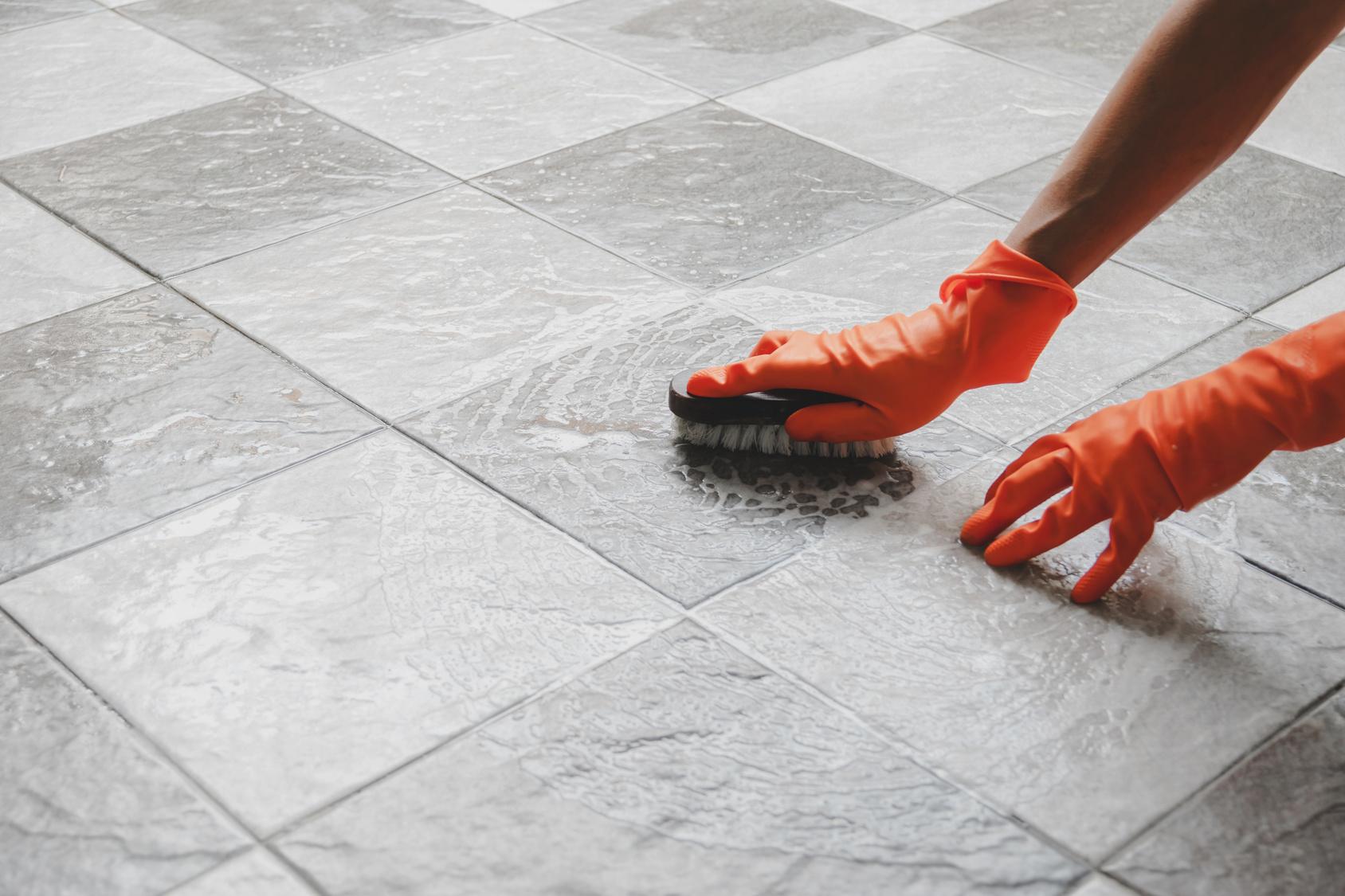 Repeindre un carrelage au sol : les erreurs à éviter