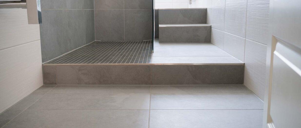 Salle de bain : opter pour un carrelage gris