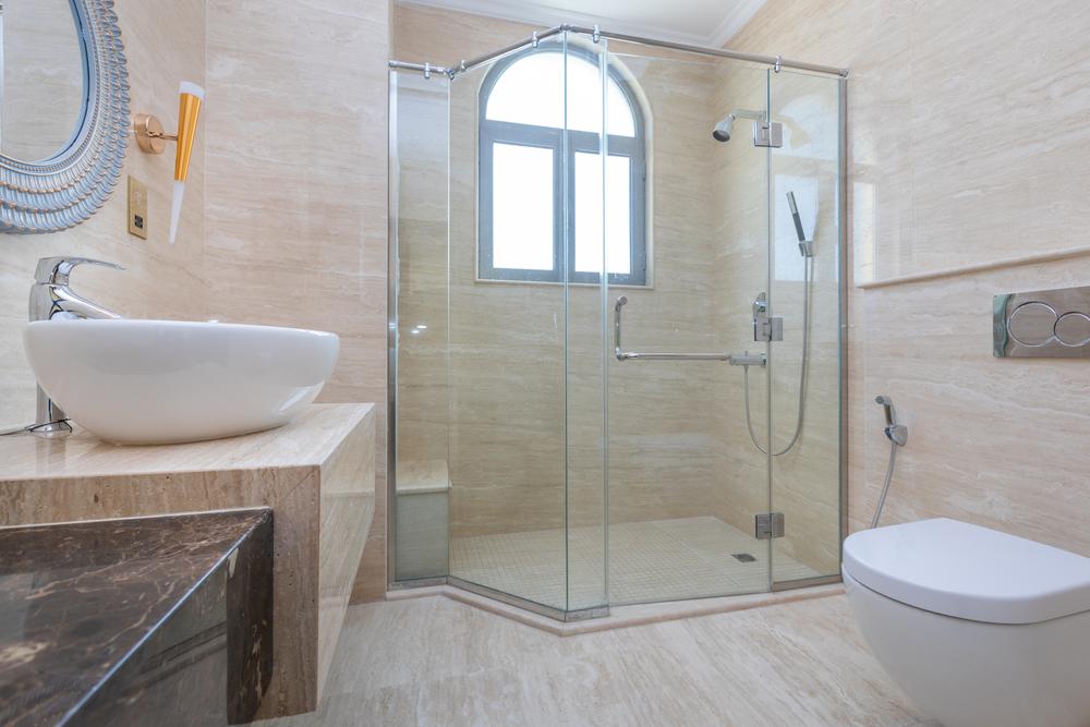 La bonne mesure pour les joints de carrelage de votre salle de bain